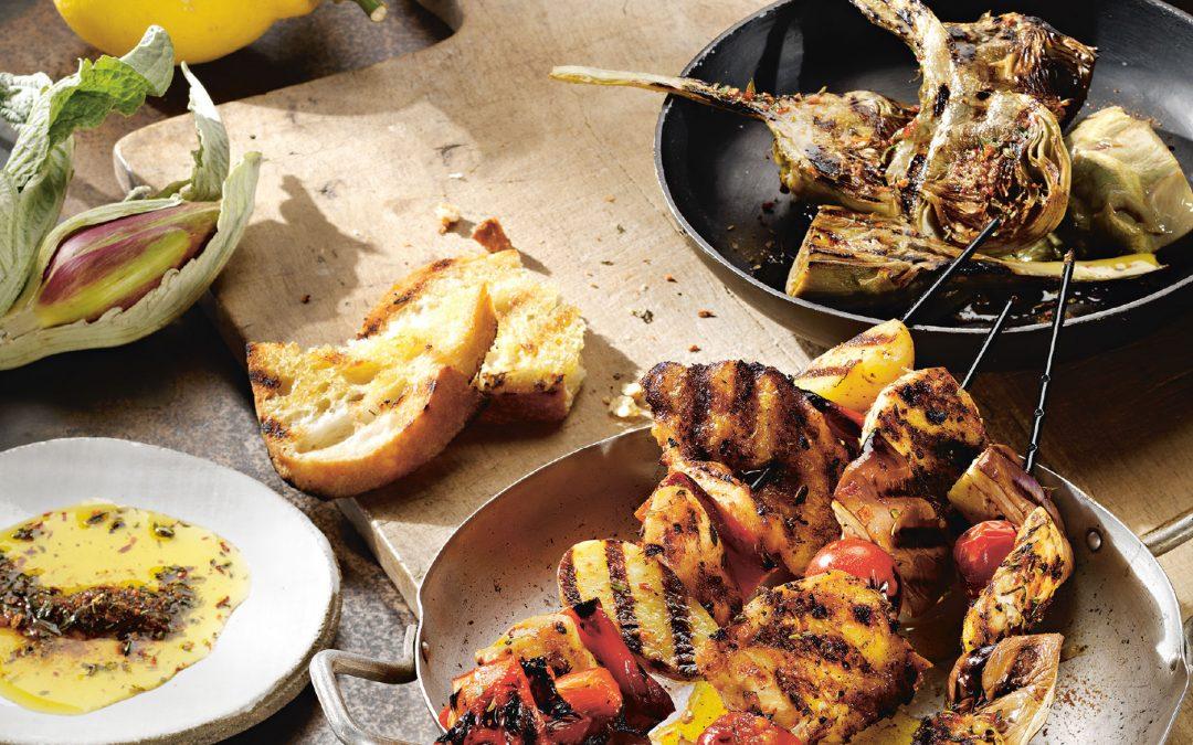 Hähnchenspieße und Gemüse vom Grill