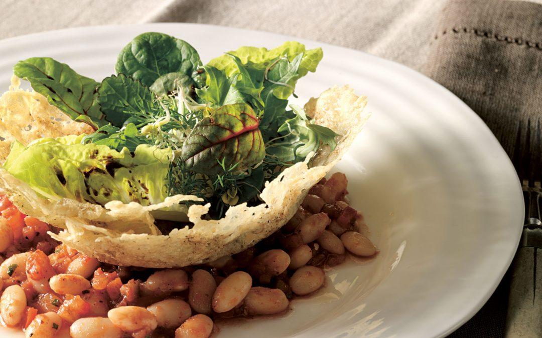 Kräutersalat im Parmesankörbchen