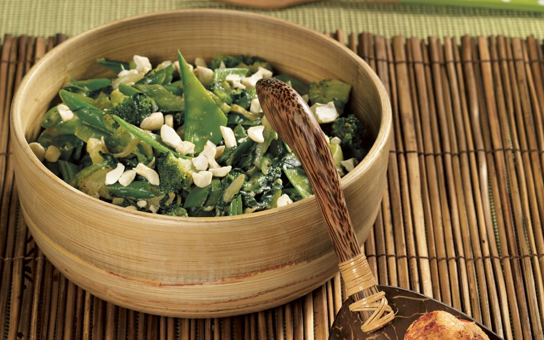 Kabeljau-Garnelen-Bällchen mit grünem Gemüse-Curry