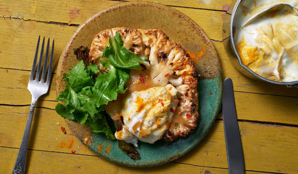Blumenkohl-Steak mit Kurkuma-Joghurt